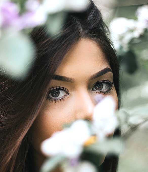 how-to-look-good-in-a-selfie-Eyes-and-flowers-mystery-secret