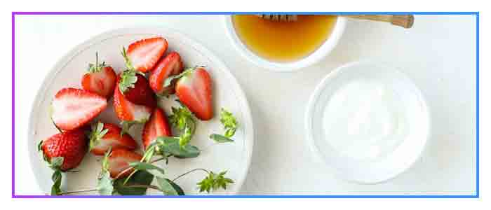 Strawberry-Yogurt-Mask-Bleach-and-refine-skin